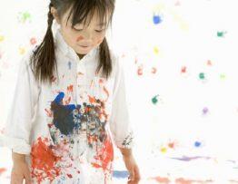 Cách tẩy sơn trên quần áo